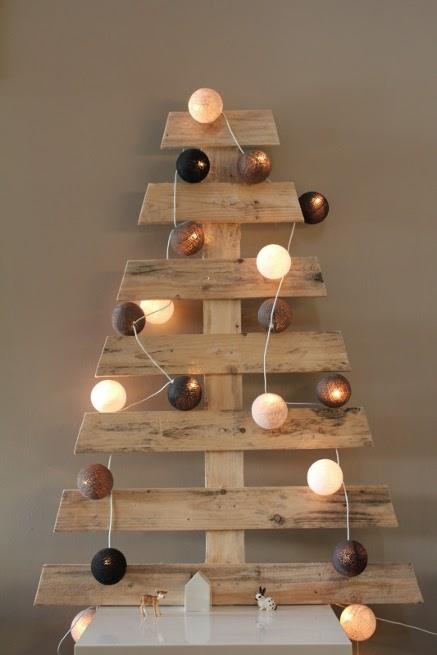 fabriquer-sapin-noel-bois-recycle-diy-L-pFRFBA