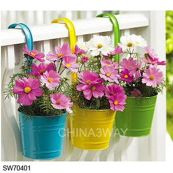 metal_hanging_planter_balcony_flower_pot